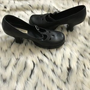 Vintage Steve Madden Black Leather Mary Jane Pumps